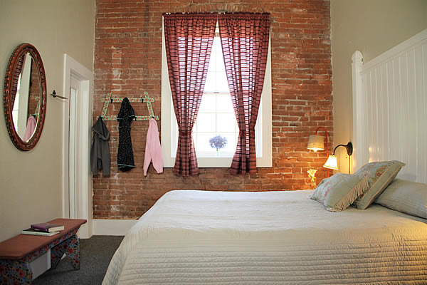 amador wine country hotel & restaurant - guestroom with bed and brick walls