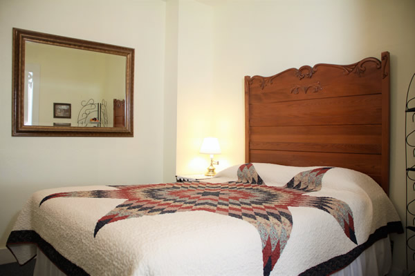 amador wine country hotel & restaurant - guestroom with bed and mirror
