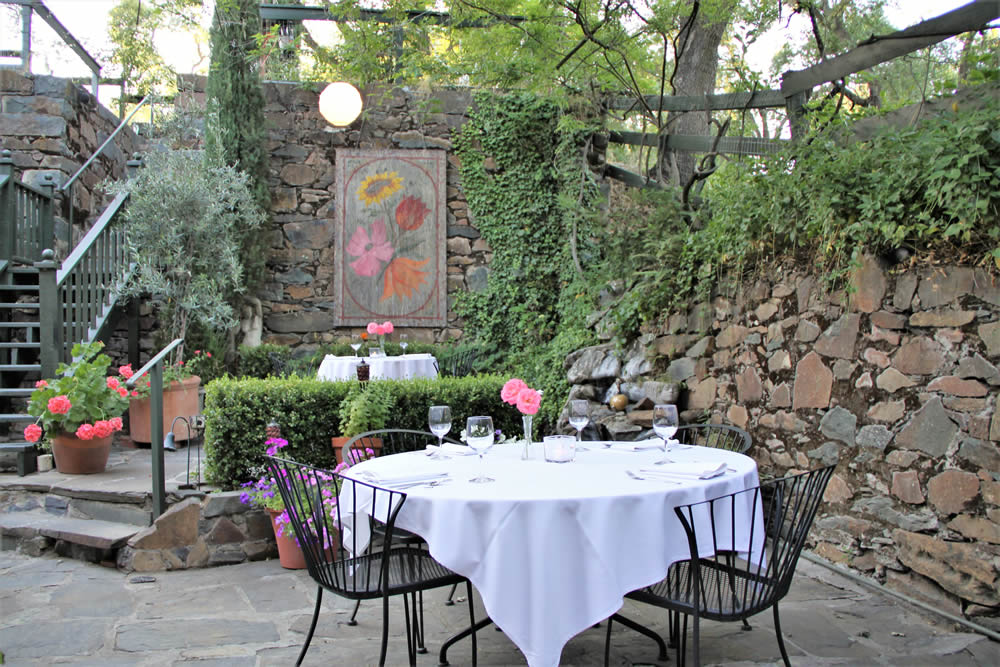 imperial hotel and restaurant in amador city - patio dining