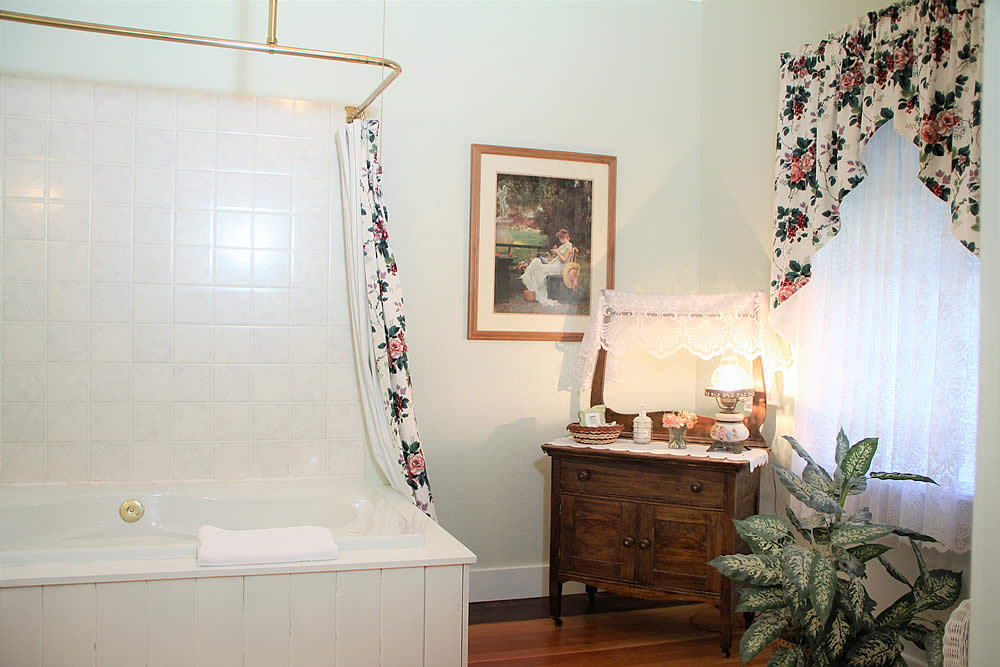 Amador Hotel Guest Room with spa tub